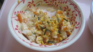 24日朝食炒り卵にふりかけ.JPG