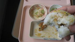 47-27日昼食天むすをかじる.JPG