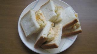 70-30日朝食フルーツサラダ三度を切る.JPG
